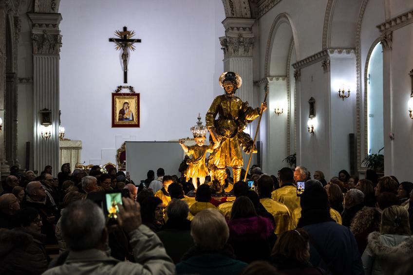Restaurata la statua lignea di San Giuseppe con Gesù bambino